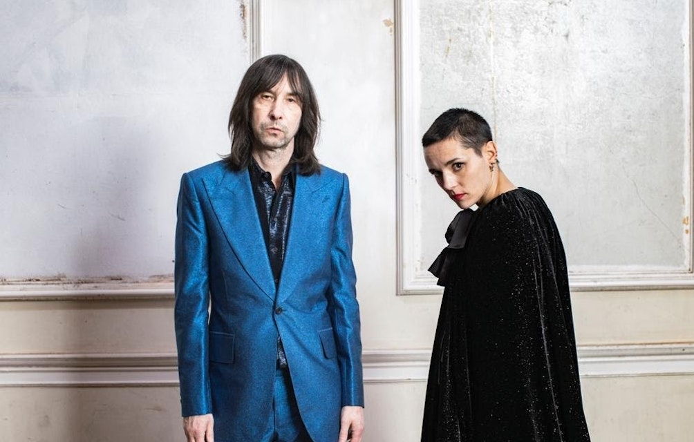 """BOBBY GILLESPIE & JEHNNY BETH SHARE NEW TRACK """"CHASE IT DOWN"""" WITH OFFICIAL VIDEO featured image"""