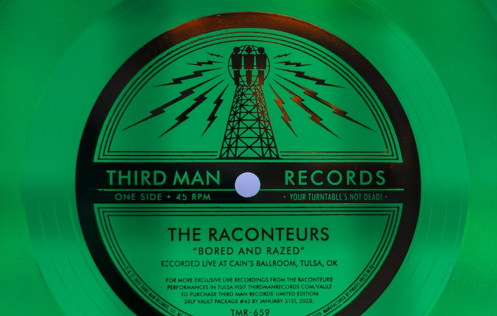 "THE RACONTEURS ""BORED AND RAZED (LIVE AT CAIN'S BALLROOM)"" FLEXI DISC featured image"