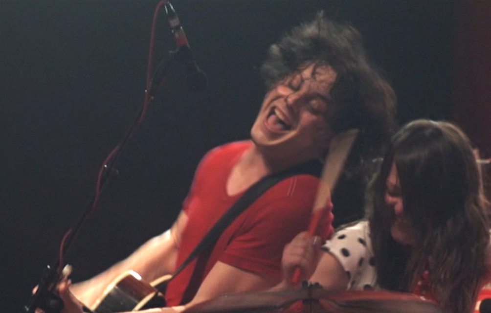 "THE WHITE STRIPES SHARE LIVE VIDEO OF ""SEVEN NATION ARMY"" FROM LEGENDARY 2007 BONNAROO PERFORMANCE featured image"